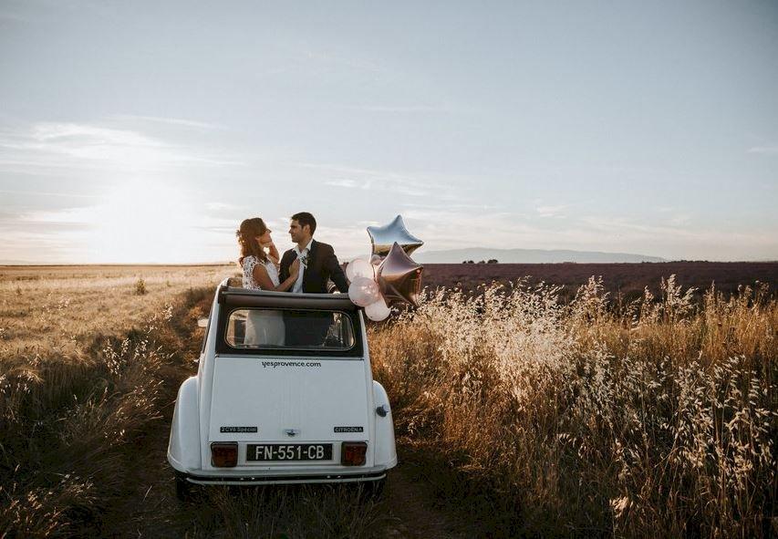 Mariez-vous en voiture vintage en Provence