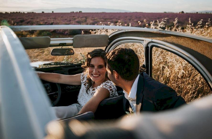 Mariage en Provence en 2CV