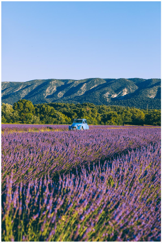A travers les paysages de Provence en 2CV