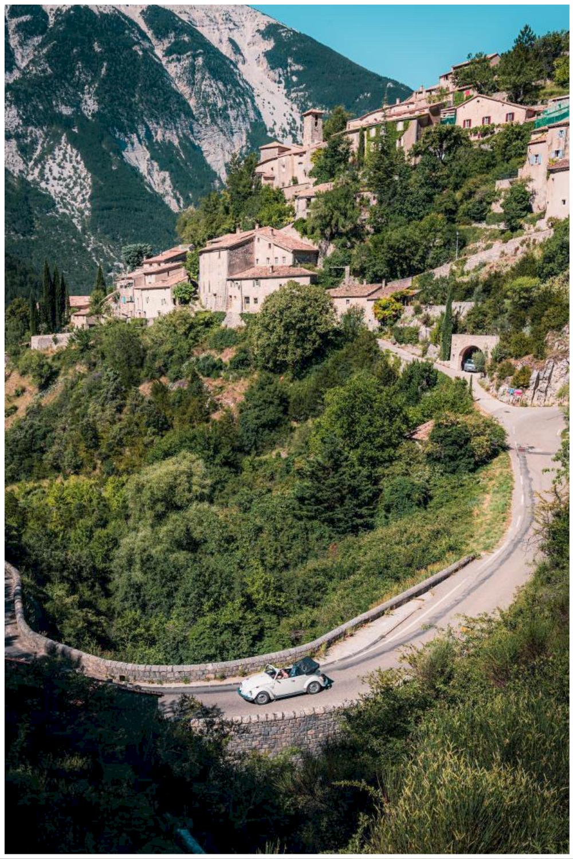 Location de voiture vintage pour visiter le Luberon