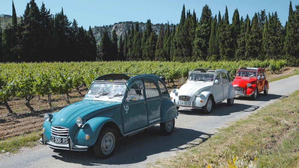 Agence française de développement du tourisme parle des 2CV en Provence