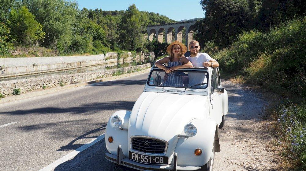 Un jour et un village en Provence a testé pour vous la 2cv dans notre belle Provence