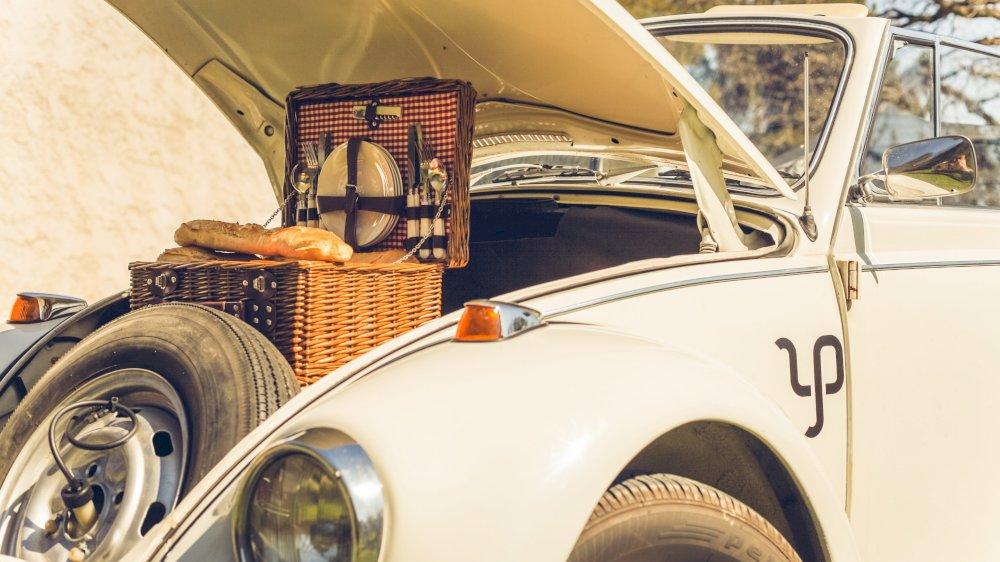 Promenade gourmande en voiture vintage : Volkswagen Coccinelle Décaopotable