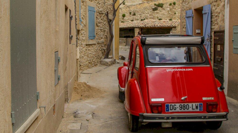 Avignon, cité historique à découvrir en voiture vintage